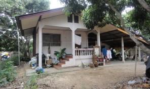 บ้านพร้อมที่ดิน เนื้อที่เกือบ 1 งาน ราคา 800,000 บาท พร้อมโอน อ.เมือง จ.ลำพูน